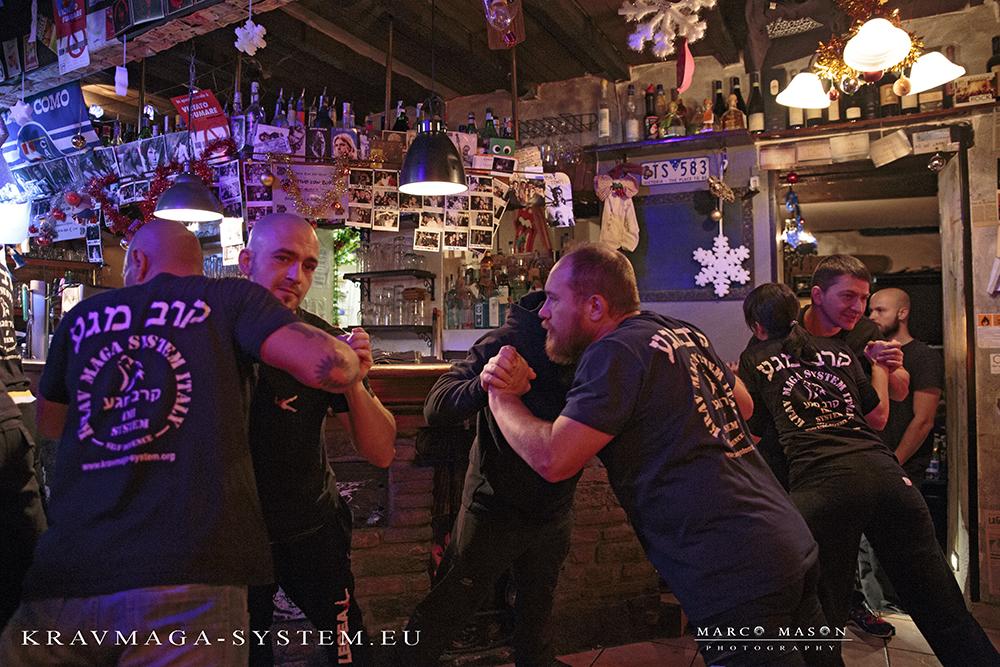 Krav Maga Pub Confrontation, Como